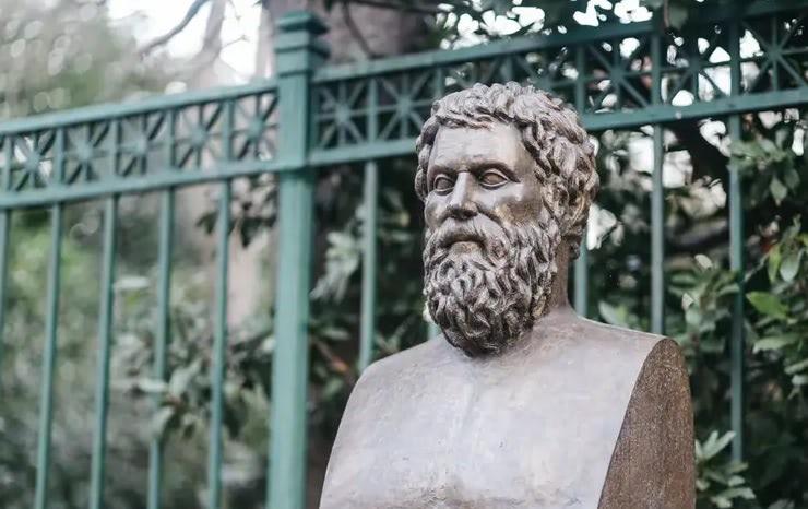 10 dolog, amit tudnod kell Euripidészről
